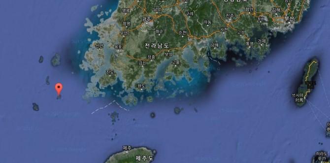 목포에서 남동쪽 105km에 위치한 만재도. 목포항에서 배로 3시간이 넘게 걸린다. - Google 제공